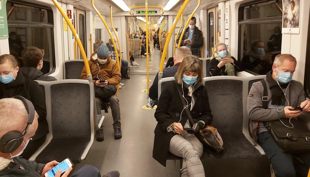 Onsdag morgen hadde alle passasjerer ombord i denne t-banevognen på seg munnbind.