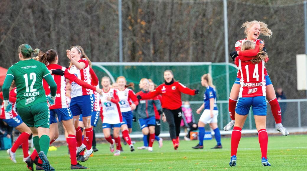 Lyn-spillerne jubler over seier i lørdagens byderby mot Vålerenga. Østkantlaget beholder likevel tabelltoppen.