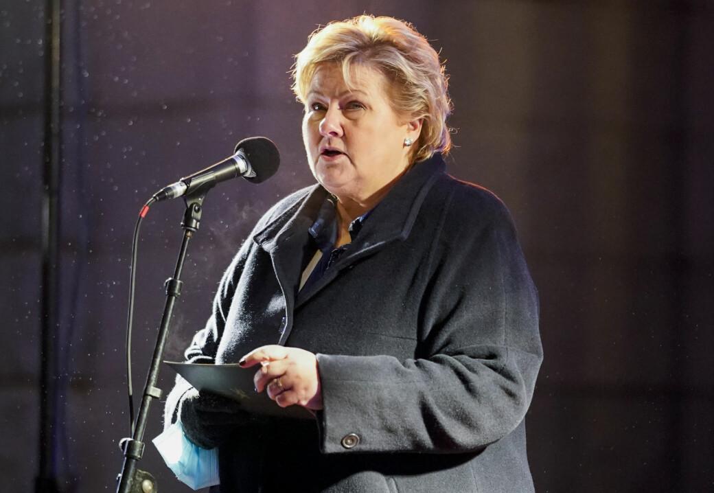 — Dessverre er ikke antisemittismen utryddet, sa statsminister Erna Solberg (H) under markeringen utenfor Nationaltheateret.