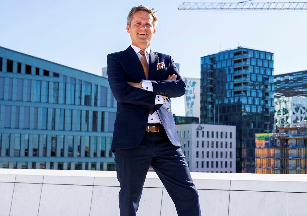 Christian Lunde og VisitOslo oppfordrer folk til å kjøpe mat hos de restaurantene som holder åpent.