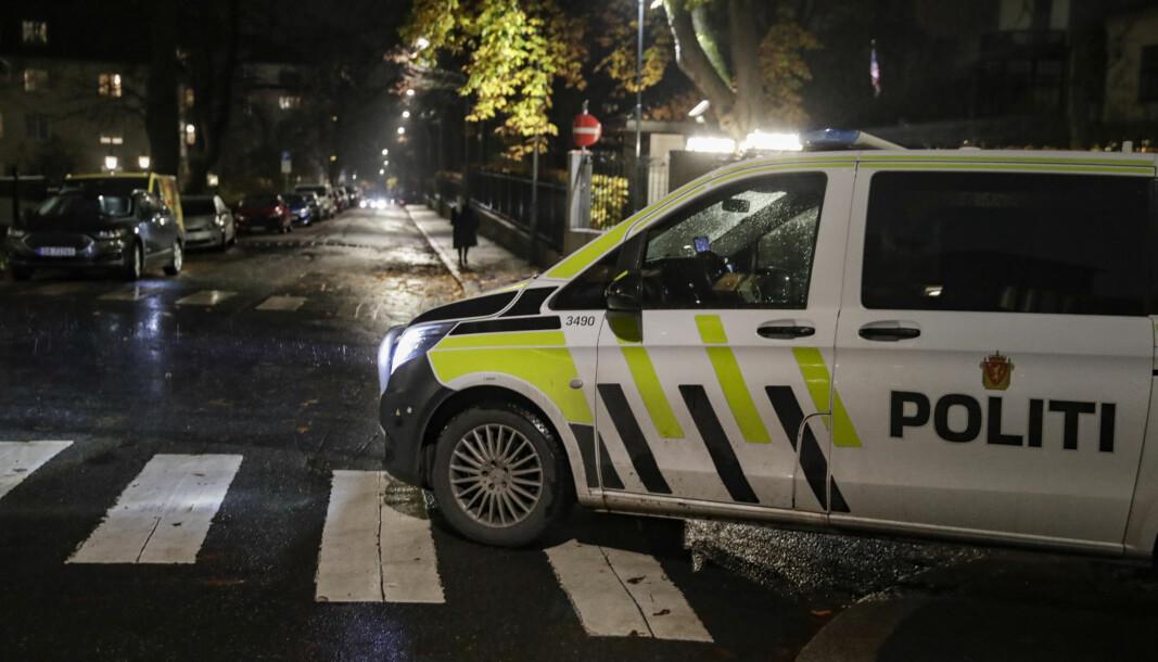 Politiet leter etter gjerningspersoner etter at en person ble ranet og stukket med kniv på Frogner i Oslo fredag kveld.
