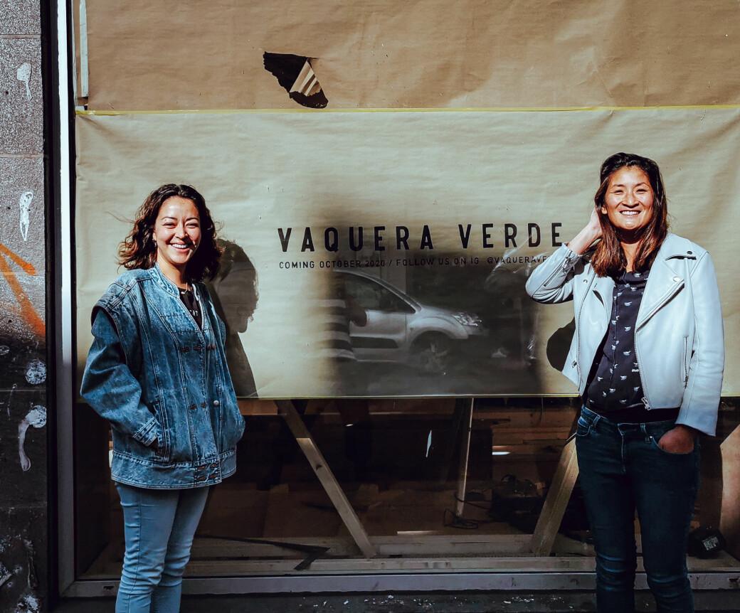 Kjøkkensjef Montserrat Garza (t.v) og eier Ann S. Lee utenfor det nye meksikanske spisestedet Vaquera Verde i Waldemar Thranes gate.