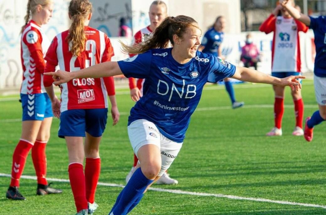 Vålerengas høyreback Janni Thomsen feiret sitt første seriemål, men det ble likevel tap for Lyn. Nå skal VIF-damene gjennom tidenes mest spennende serieavslutning.
