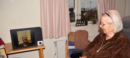 Når mobilen er for komplisert for Elisabeth (92) ved Uranienborghjemmet, blir en skjerm med kun av- og påknapp løsningen