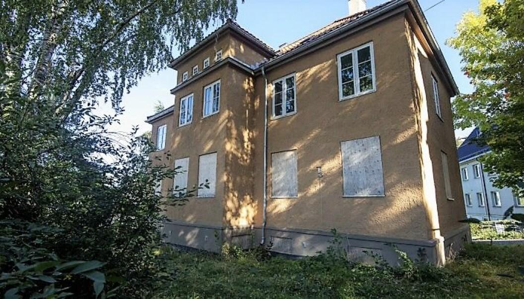 De fire verneverdige murvillaene i Ekebergskrenten ligger nå ute for salg på det åpne markedet, men kunne blitt del av en sosial boligpolitikk.