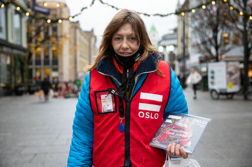 Erlik-veteran Marit håper salget av juleboka vil ta seg opp utover i desember. —Jeg er ute og jobber så ofte jeg kan, det er viktig å ikke bli sittende hjemme, forteller hun.