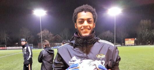 Skeids nye keeper Adam Tamrat Vik (19) sikter mot Manchester United