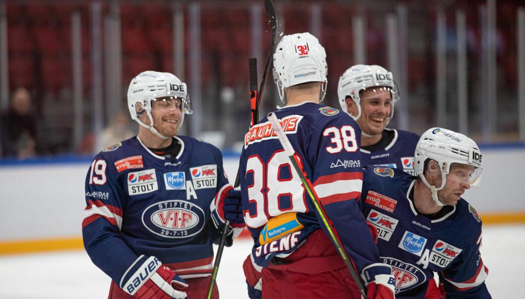 De to spillerne til høyre, Tommi Taimi og Martin Røymark, satte sitt preg på kveldens hockeyklassiker.