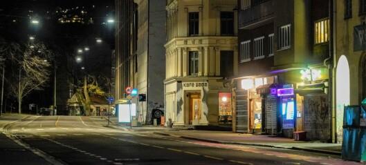 45 personer anmeldt for brudd på smittevernregler i natt. Politiet stanset to arrangementer på Grønland