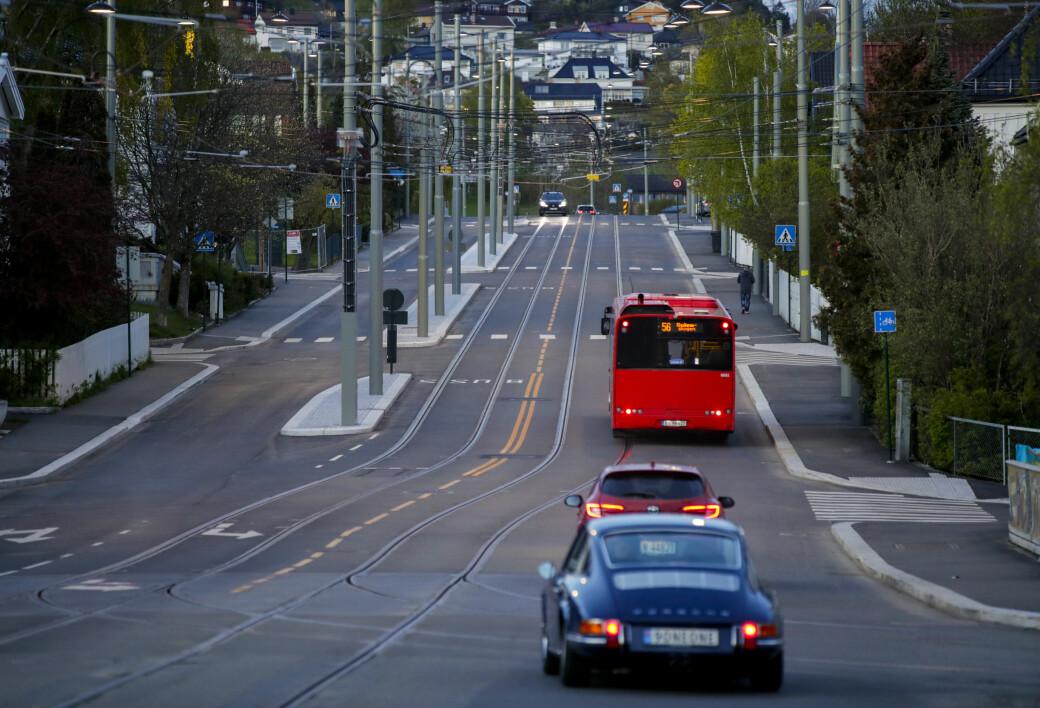Oslo har ikke samme nedgang i biltrafikk de siste ukene fordi folk har hatt hjemmekontor lenger enn folk resten av landet, mener Statens vegvesen.
