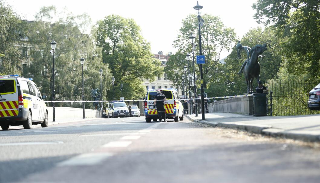 Mannen som jaget flere personer med kniv før han stakk ned en tilfeldig mann på Grünerløkka i fjor sommer, var psykotisk, mener påtalemyndigheten.