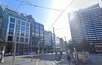 Politiet stanset fest ved Holbergs plass - 13 anmeldt for brudd på smittevernloven