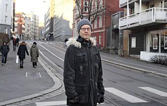 To ganger meldte Tore Walaker at gatelysene på Ruseløkka var gått. Begge gangene fikk han beskjed om at feilen var fikset. I gaten var det fortsatt mørkt