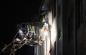 Brann i Christian Michelsens gate i natt. Beboere evakuert fra flere blokker etter at brannen startet på loftet