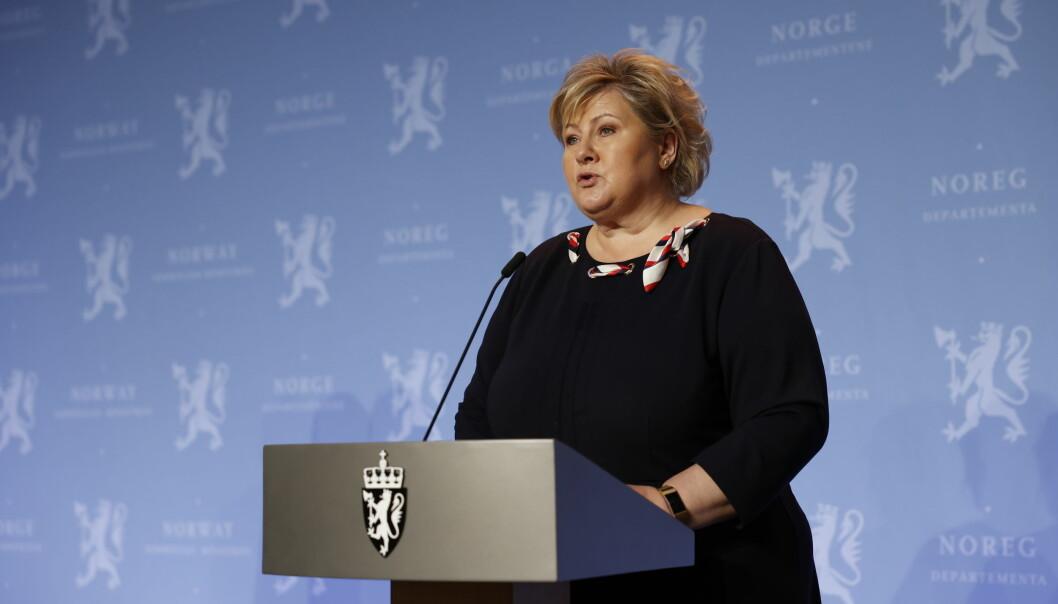 Statsminister Erna Solberg er bekymret for økende smitte etter julefeiringen, men regjeringen lemper litt på tiltakene.