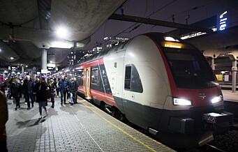 Bil i sporet. Full stans i togtrafikken ved Skøyen stasjon