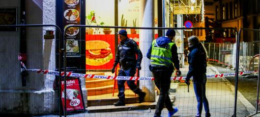 Tre menn tiltalt etter at mann ble knivstukket under ran i Osterhaus gate