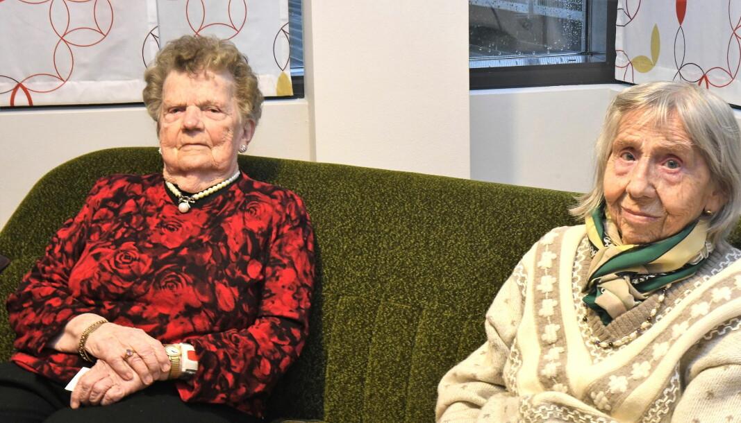 Olaug Doksæter (t.v) og Gudrun Hansen synes lite om forslaget fra bydelsdirektøren i bydel Gamle Oslo om å begynne å ta betalt for bruk av trygghetsalarm.