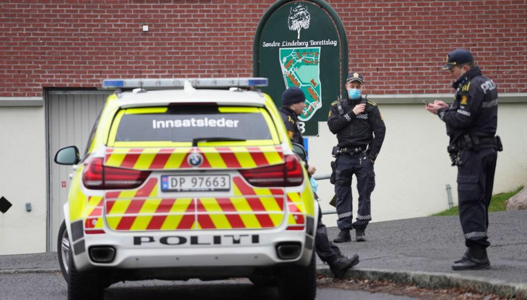 En 14-åring ble mandag stukket ned rett utenfor inngangen til T-banestasjonen på Lindeberg. Gutten rømte fra stedet og kom seg på en buss, før han ble tatt hånd om av ambulansearbeidere ved Furuset senter