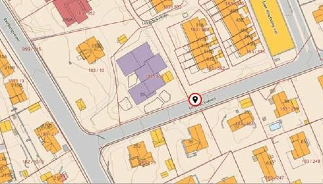 Politiet har markert hvor i Lindbäckveien de mener en bortføring kan ha skjedd.
