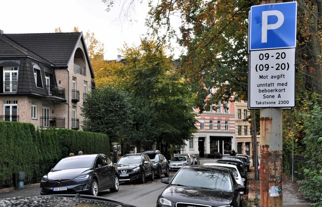 Prisene på beboerparkering økes med 50 prosent i budsjettet som Rødt og byrådspartiene er enige om.