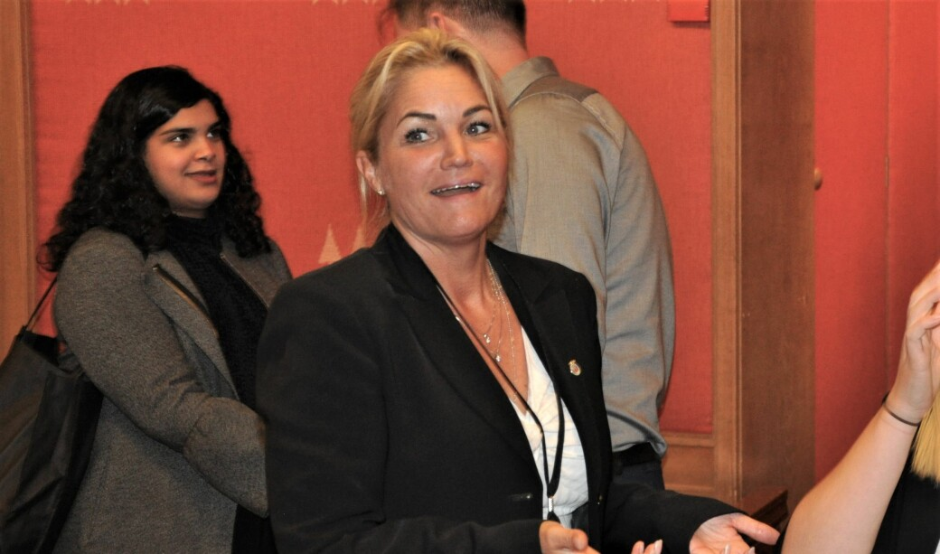 — Viktig for oss å ikke drive renkespill, sier Cecilie Lyngby (FNB) til at andre borgerlige partier venter med å flagge standpunkt i mistillitssaken mot Lan Marie Berg (MDG).