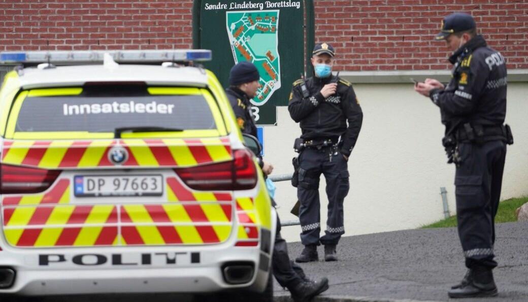 Politiets innsatsleder Arve Røtterud (til h.) og to kolleger rykket sammen med flere patruljer ut til Lindeberg etter slagsmålet mandag.