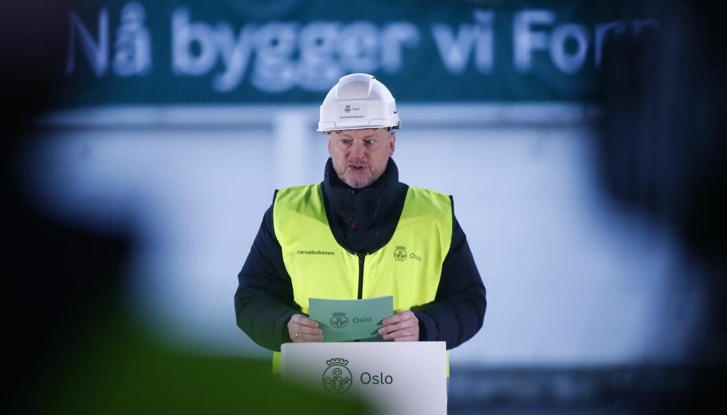 Byrådsleder Raymond Johansen (Ap) under anleggsstarten av den nye Fornebubanen.