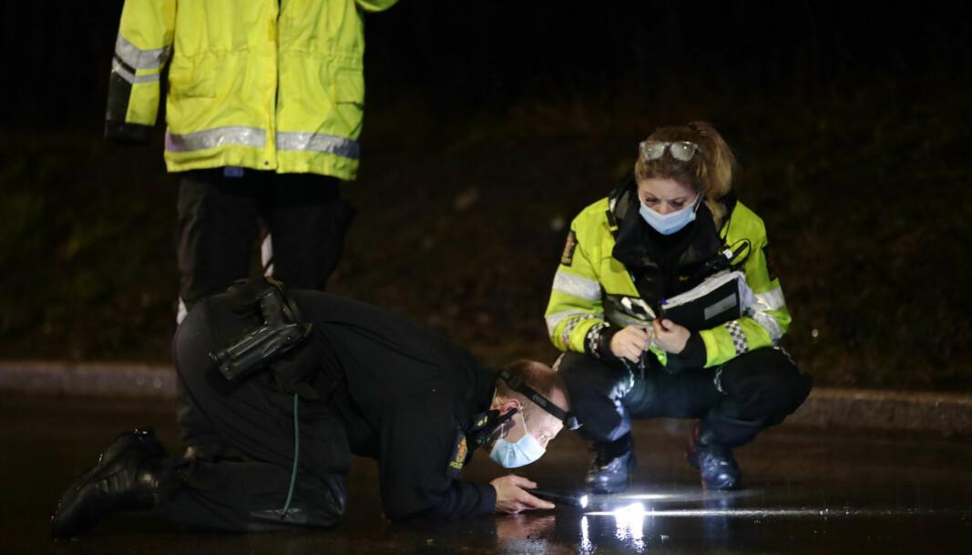 Politiet gjør undersøkelser på ulykkesstedet i Maria Dehlis vei.