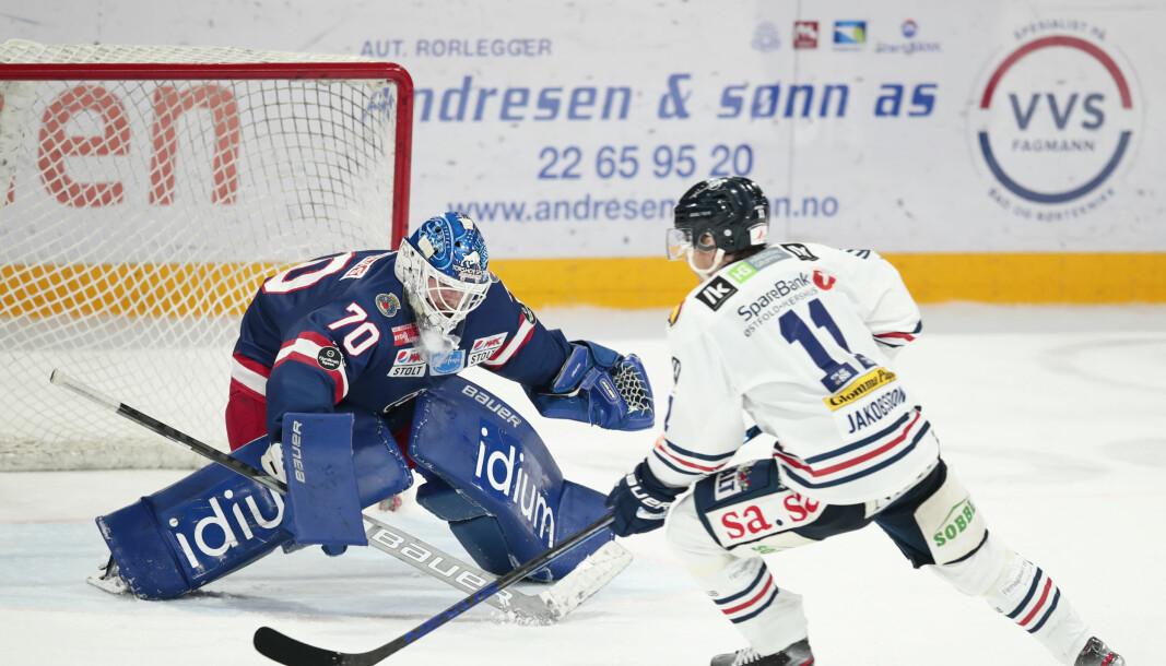 Sparta valset rundt med Vålerenga. Her keeper Steffen Søberg (t.v.) i duell med Spartas Kristian Jakobsson.