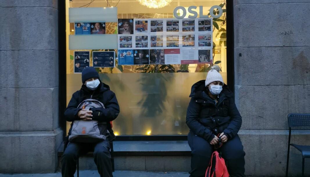 =Oslo-selgerne venter på å få kjøpe årsbøkene.