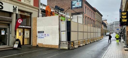Bygget der Krosby møbler holdt til i Møllergata jevnes med jorden og blir bilfri passasje