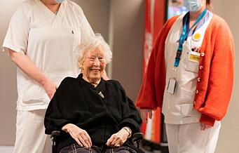 Bjørg (87) vaksinert mot korona i dag. -Jeg gleder meg til å treffe barnebarna igjen