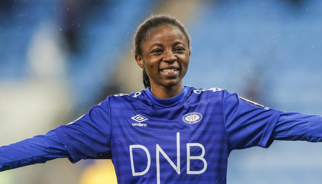 Ajara Njoya jubler etter cupfinaleseieren tidligere i desember.