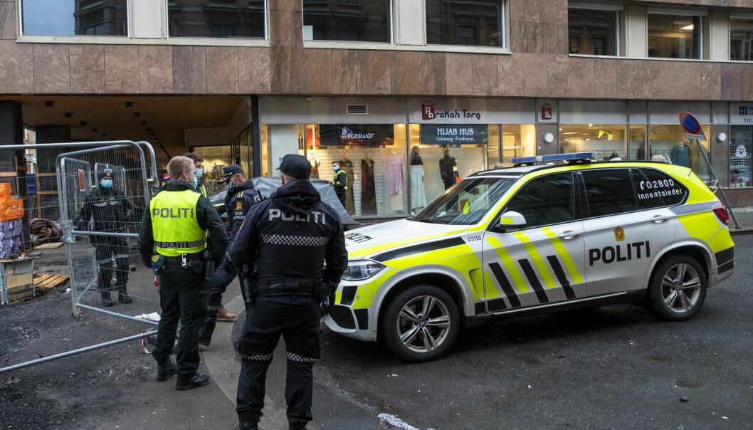 Politiet opplyser at en mann er kritisk skadd etter å ha blitt knivstukket i Storgata i Oslo tirsdag ettermiddag.