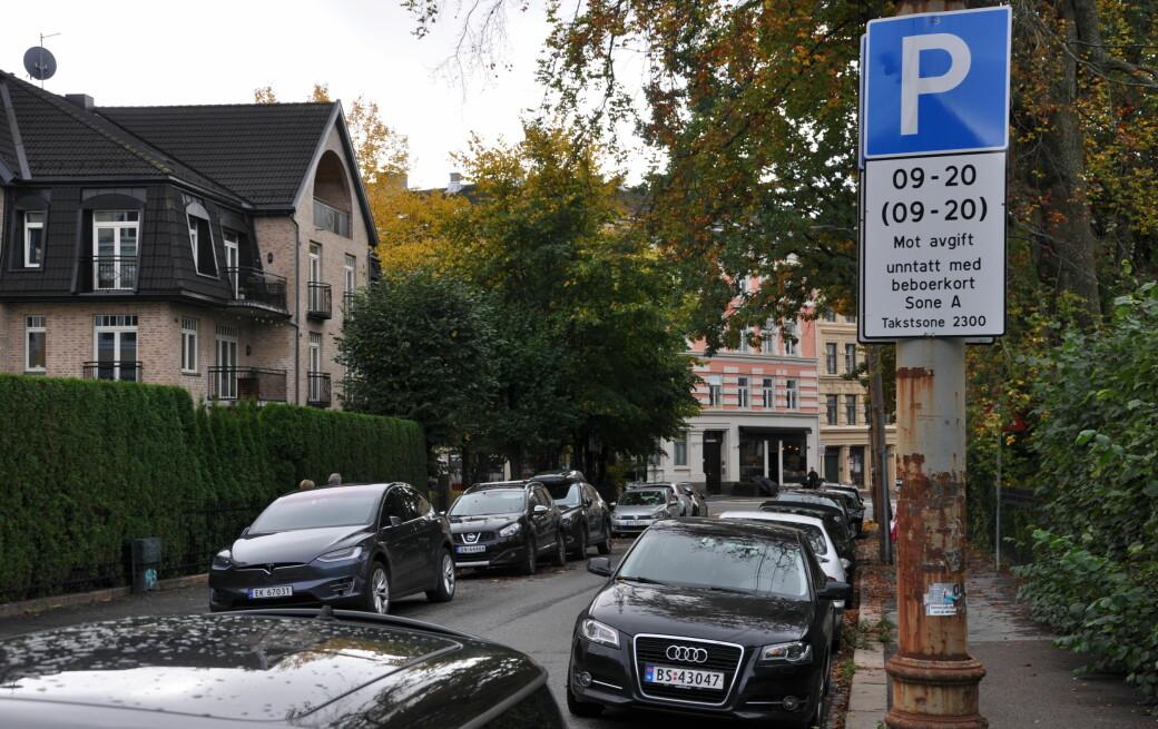 Fra 1. januar må du ut med 1.800 kroner mer årlig for beboerparkering i indre by. Men det finnes en måte å omgå prisøkningen på.