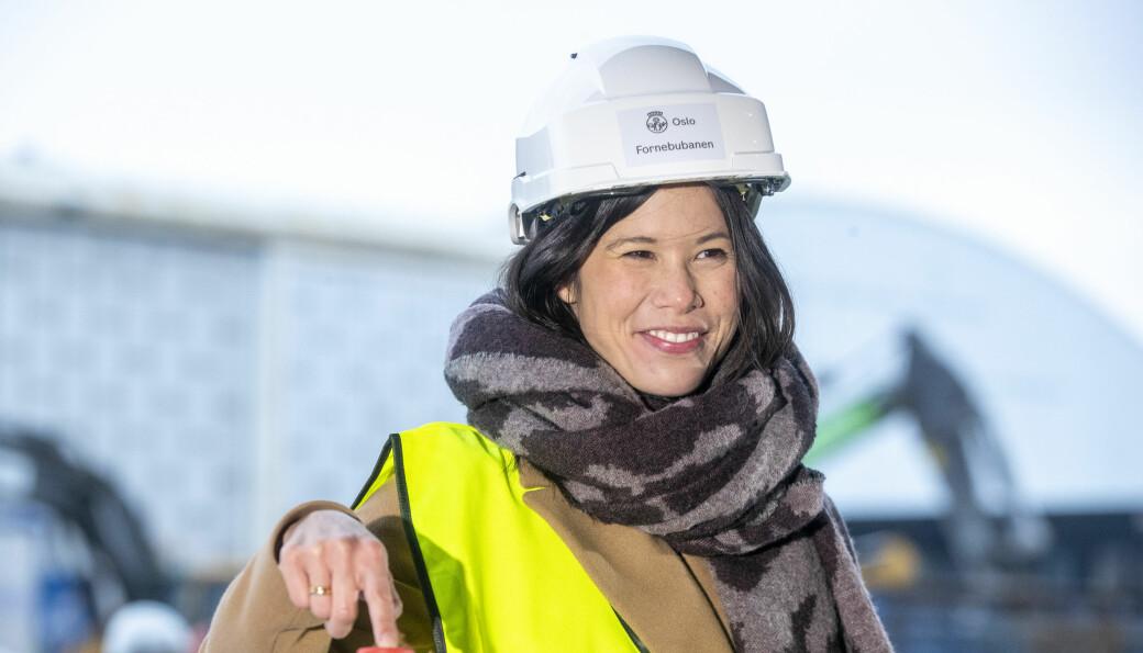Miljø- og samferdselsbyråd Lan Marie Berg (MDG) under anleggsstart av Fornebubanen. Berg sier nå i et svar til Frp at det er uaktuelt å vurdere noe annet enn veisalt innover Maridalen.