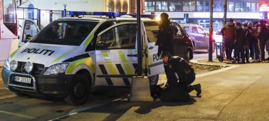 Politiet sperret Storgata og Hausmannsgate før de fikk kontroll over person, som angivelig kunne ha et skytevåpen