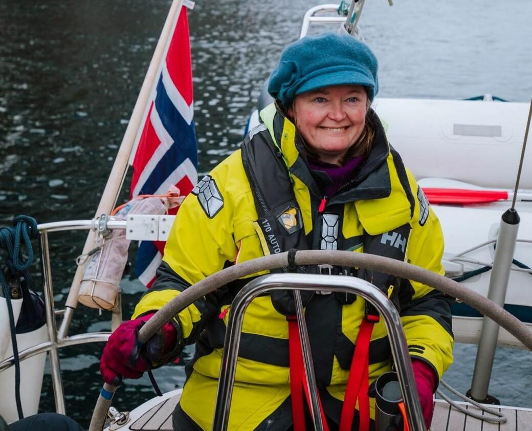 Anne Haabeth Rygg på seiltur langs norskekysten. Høyres nye gruppeleder i Oslo bystyre bor i seilbåt og er nestleder i Syklistenes Landsforening.