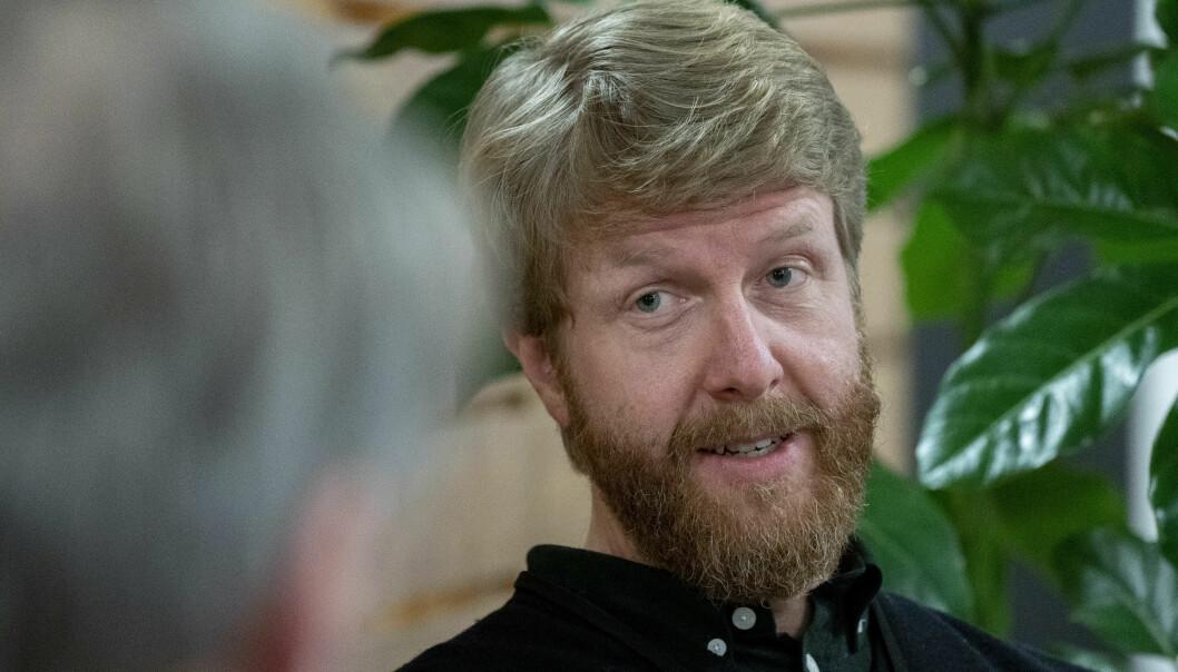 Overlege Are Stuwitz Berg i Folkehelseinstituttet (FHI) sier at de 4.000 første dosene av Modernas koronavaksine kommer til Norge tirsdag. De skal brukes i Oslo og vaksinere eldre i risikogruppen.