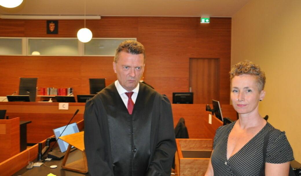 Advokat Brynjulf Risnes med Live Glesne Kjølstad i Borgarting lagmannsrett der Louis Pizza tapte ankesaken og ble idømt 250.000 kroner i bot for brudd på utlendingsloven.