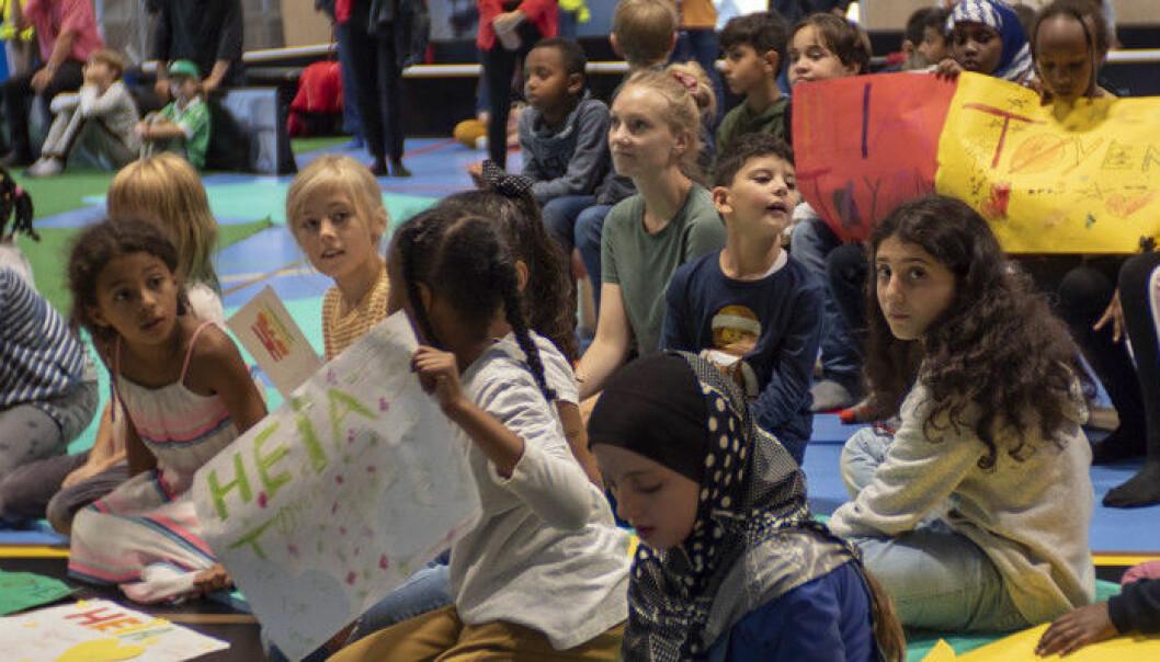 Fullt av barn da Tøyen Arena ble åpnet. Endelig fikk barn og unge i området en egen innendørs hall.