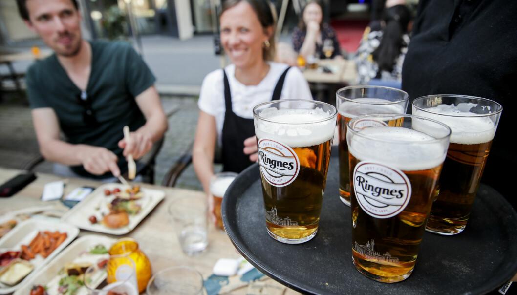 Selv om været ikke tilsier utepils, er det mange i Oslo som savner muligheten til å drikke alkohol på byen.