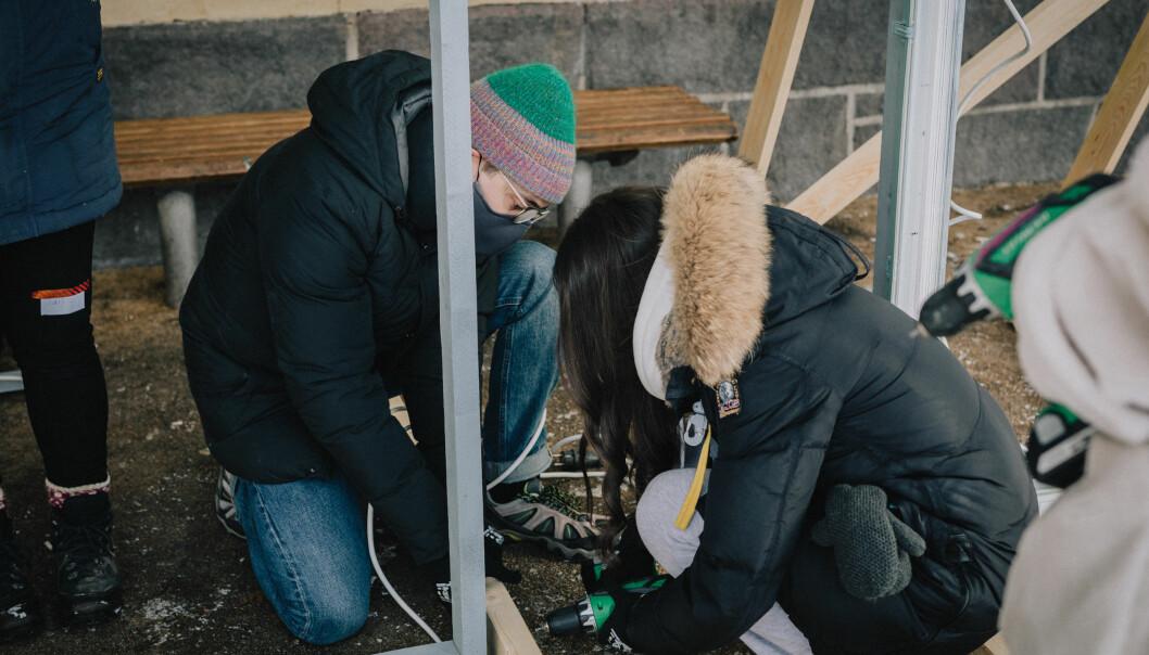 Elevene ved den videregående skolen i Oslo indre øst la Teams og tavleundervisning til side, og har vært ute i skolegården.