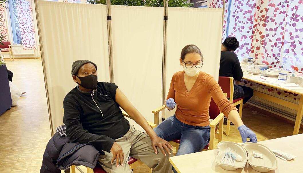 Mohamed Farah (74) bor på Kampen Omsrog+ og var blant dem som fikk vaksine bydel Gamle Oslo denne uka.