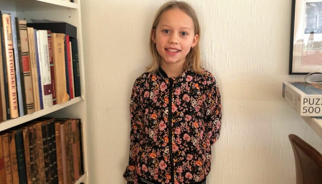 Lilly fylte ti år den 5. januar og fikk da sin første telefon. På lørdag fikk hun også sin første melding fra Oslo kommune.