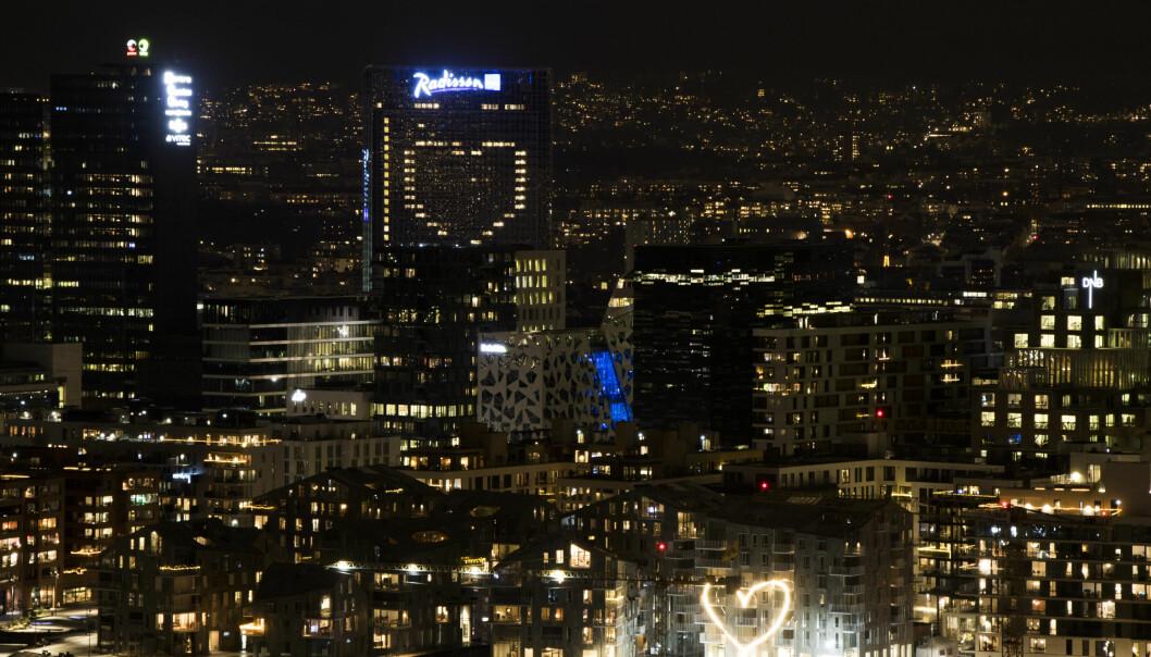 Rommene i Plaza hotell former et hjerte til Oslos befolkning mens byen er mer eller mindre stengt på ny. Første gang hotellet lyste opp et hjerte for byen var i mars i fjor.