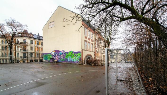Dagens ballplass vil bli til en liten basketballbane om utbyggeren får det som de vil på Hartvig Nissen videregående.