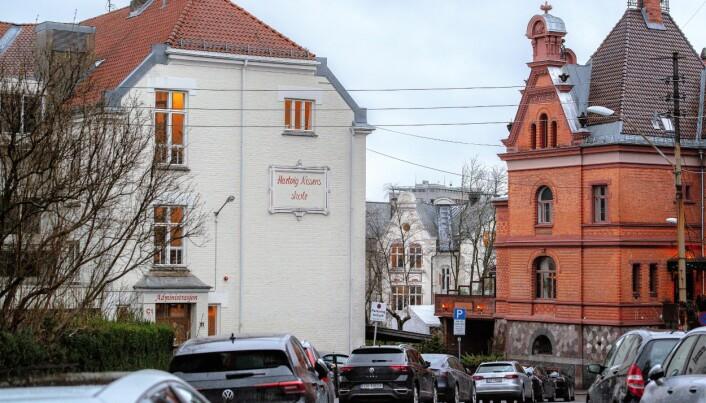 Venstre reagerer på at reguleringsplanen for området vil fjerne over 50 parkeringsplasser i gatene rundt Hartvig Nissen videregående.