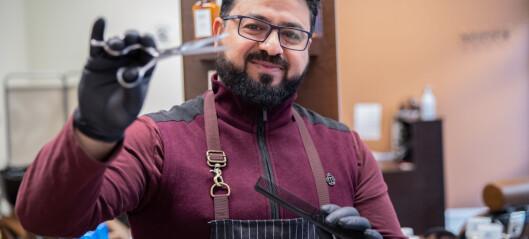 Rashid (41) flyktet fra krigen i Syria. Nå driver han Frogner barbershop. Drømmen er å få klippe Kongen
